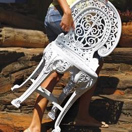 Jogo de Mesa e 2 Cadeiras Plásticas Colonial Branca